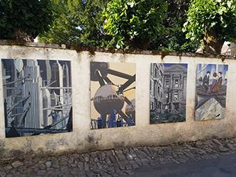 Un artiste dan la ville à Semur-en-Auxois